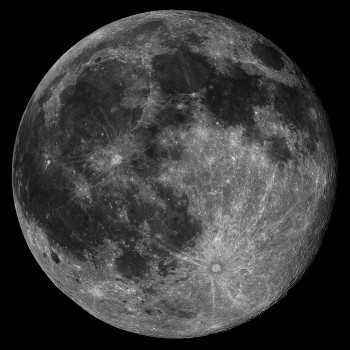Szczegóły powierzchni Księżyca są wyraźne iostre natym zdjęciu podjętym wdniu 20 czerwca 2016 roku zWłoch.