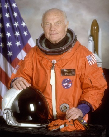 Portret senatora Johna Glenna przed jego drugim lotem na orbitę.