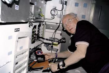 Podczas misji STS-95 na pokładzie wahadłowca Discovery.