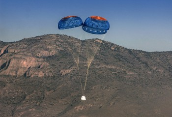 Blue_Origin_Test_Landing_with_Parachutes_April_2015