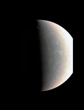 Okolice bieguna północnego Jowisza.