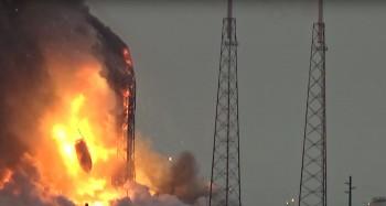 Zdjęcie zrobione chwilę po wybuchu rakiety Falcon 9, do którego doszło podczas procedury przedstartowej 1 września 2016r.