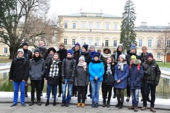 Uczestnicy przed Pałacem Czartoryskich. fot. Michał Grendysz