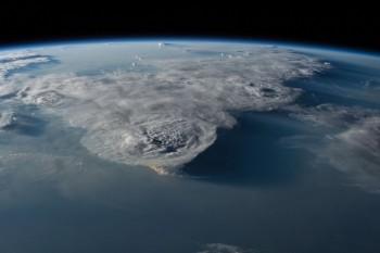 Burze nadMorzem Południowochińskim nazapierającym dech wpiersiach obrazie zMiędzynarodowej Stacji Kosmicznej.
