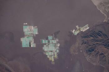 4 marca 2016 członkowie załogi trafili naciekawe widoki produkcji soli wSalar de Atacama wChile.
