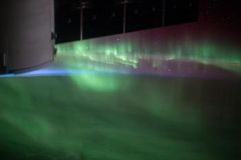 Spektakularna zorza polarna nad oceanem na południe od Australii.