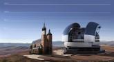 Porównanie rozmiarów planowanego teleskopu ELT z Kościołem Mariackim w Krakowie.