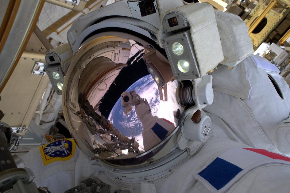 Requisite_space_selfie_fullwidth