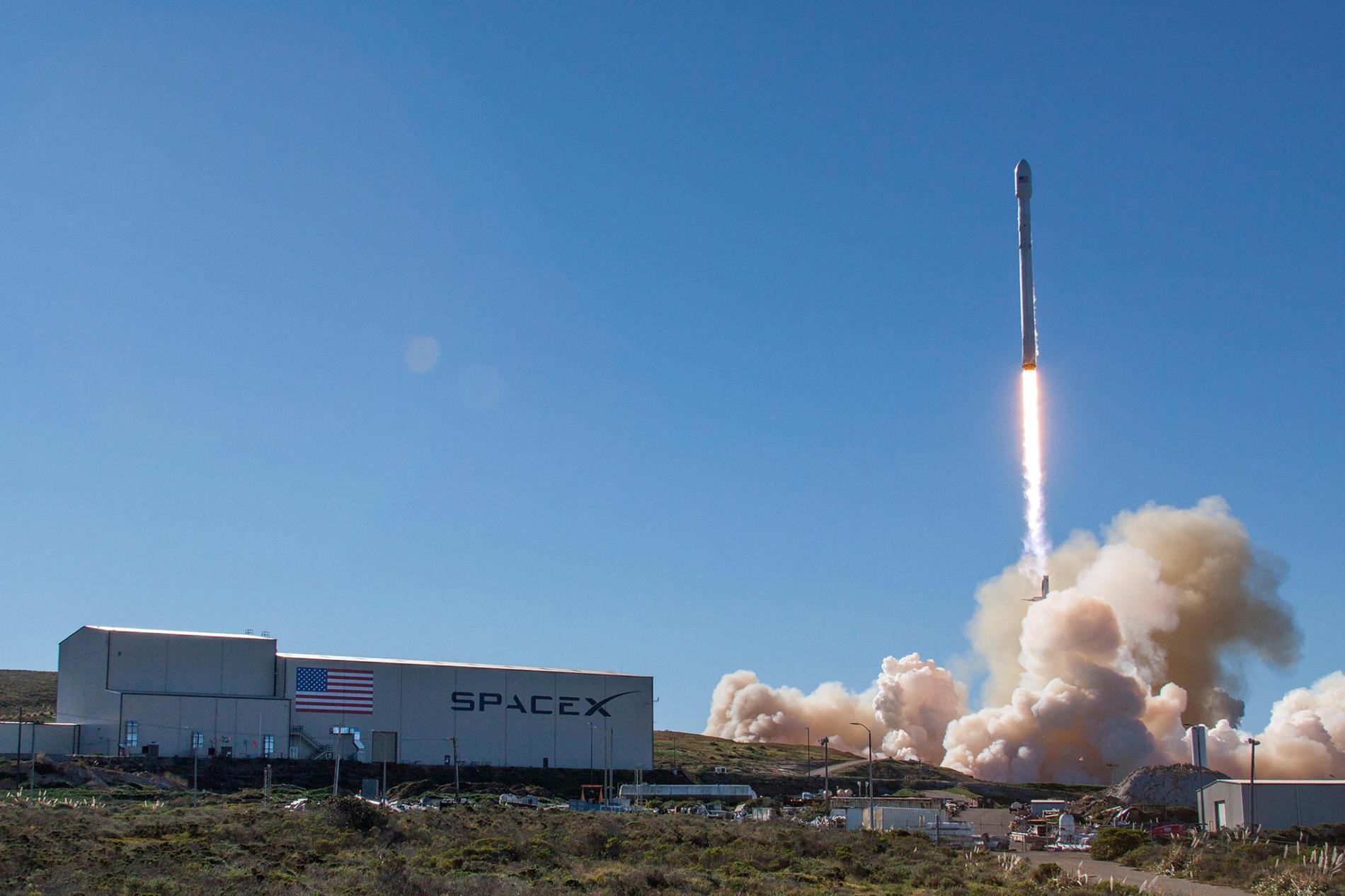 Kalifornia, 14 stycznia 2017 r., wystrzelenie rakiety Falcon 9 wraz z pierwszą serią nowych satelitów Iridium NEXT