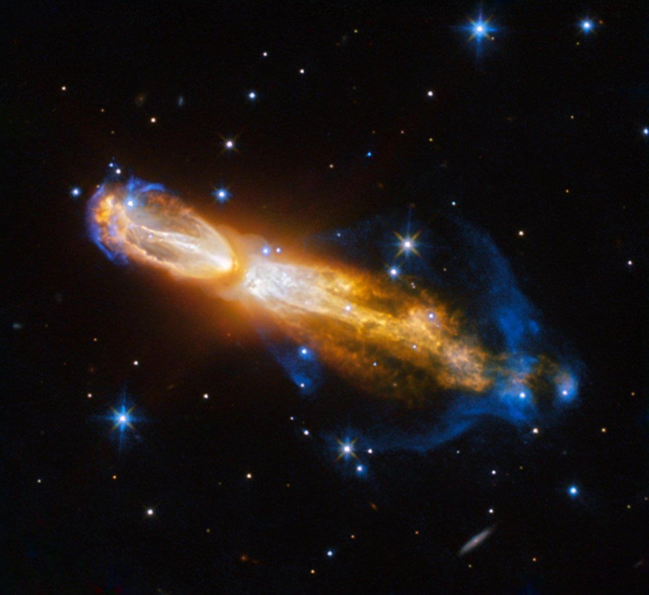 Śmierć gwiazdy w mgławicy Tykwa uwieczniona na zdjęciu Kosmicznego Teleskopu Hubble'a.