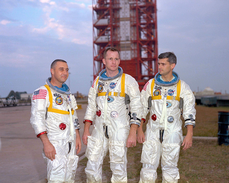 Załoga Apollo 1, od lewej: Grissom, White, Chaffee.