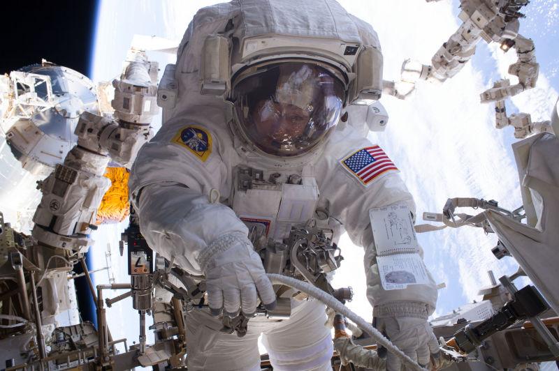 Whitson podczas swojego siódmego kosmicznego spaceru w styczniu tego roku.