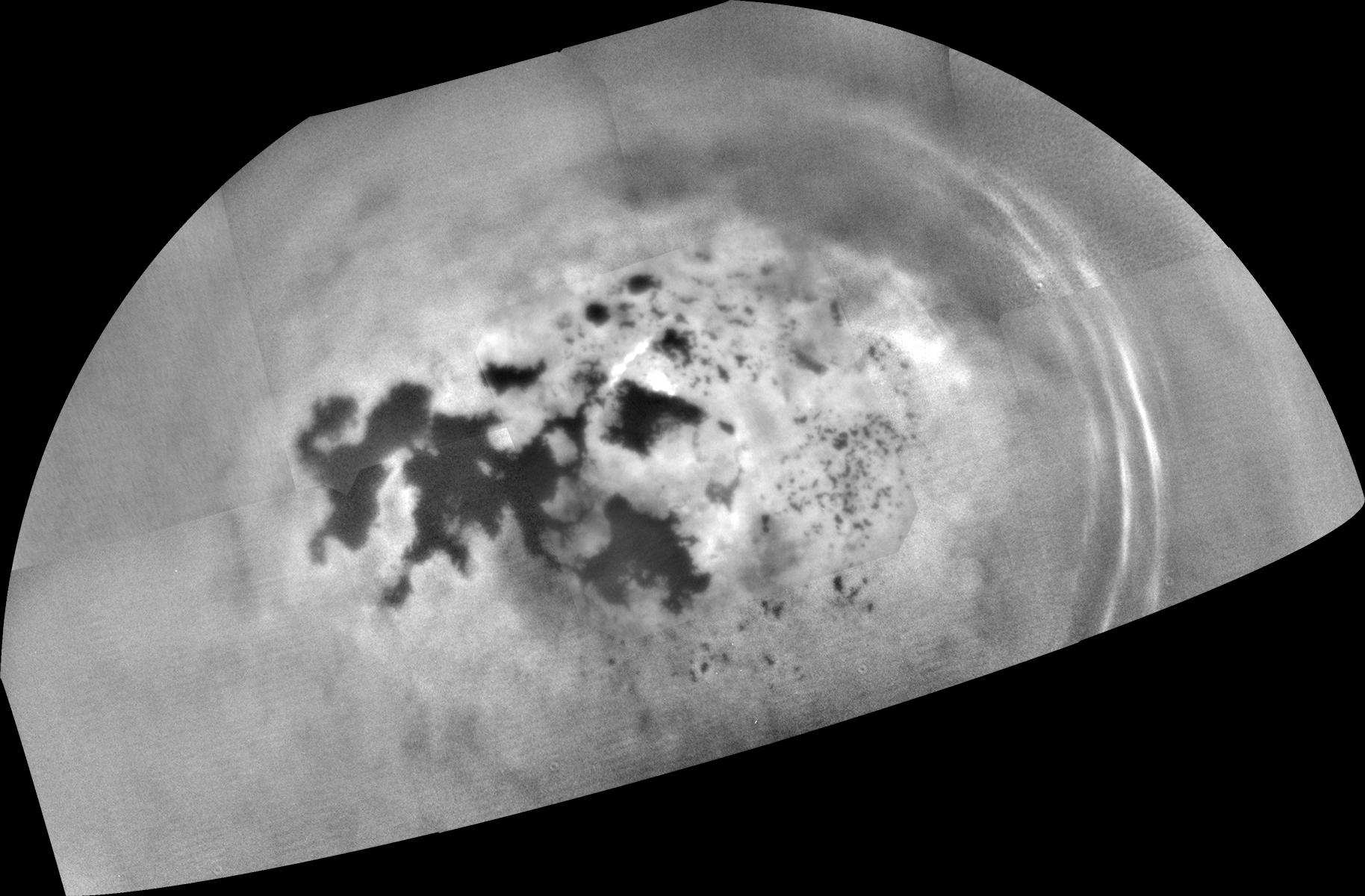 Mozaika ze zdjęć wykonanych przez sondę Cassini podczas przelotu w pobliżu Tytana 17 lutego 2017 r.