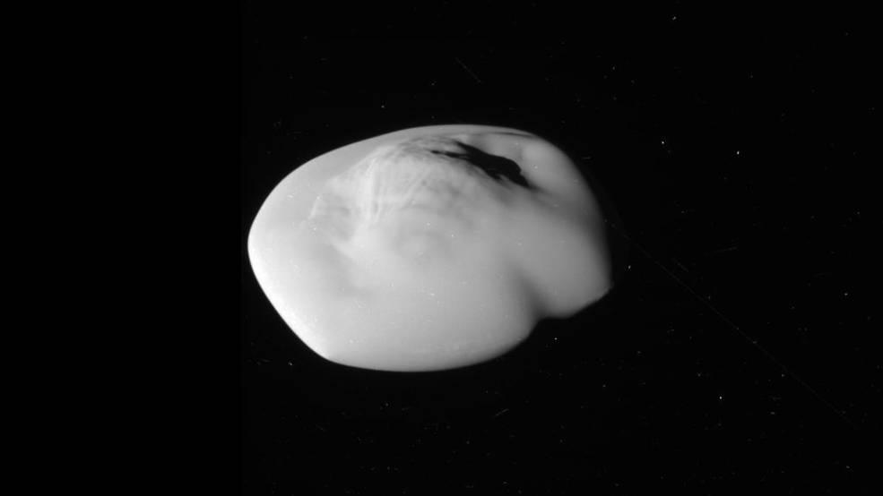 Atlas - ksieżyc Saturna zbardzo bliska