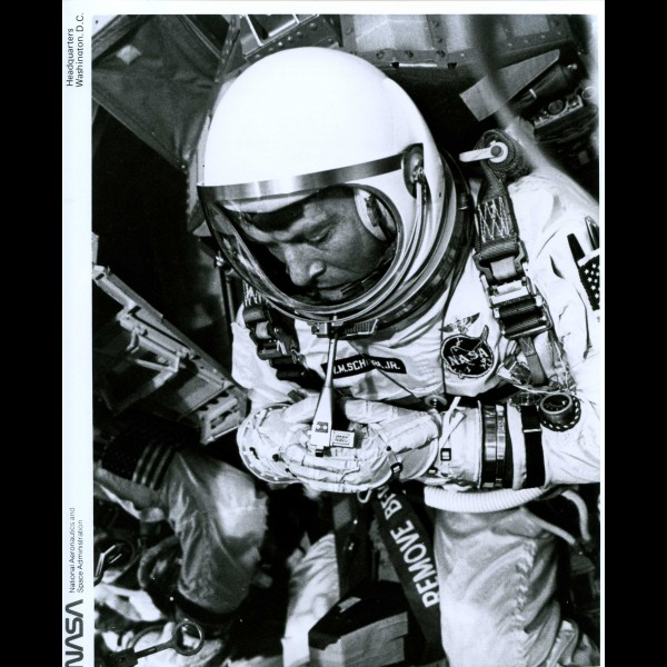 Walter Schirra przygotowuje się do startu Gemini 6.