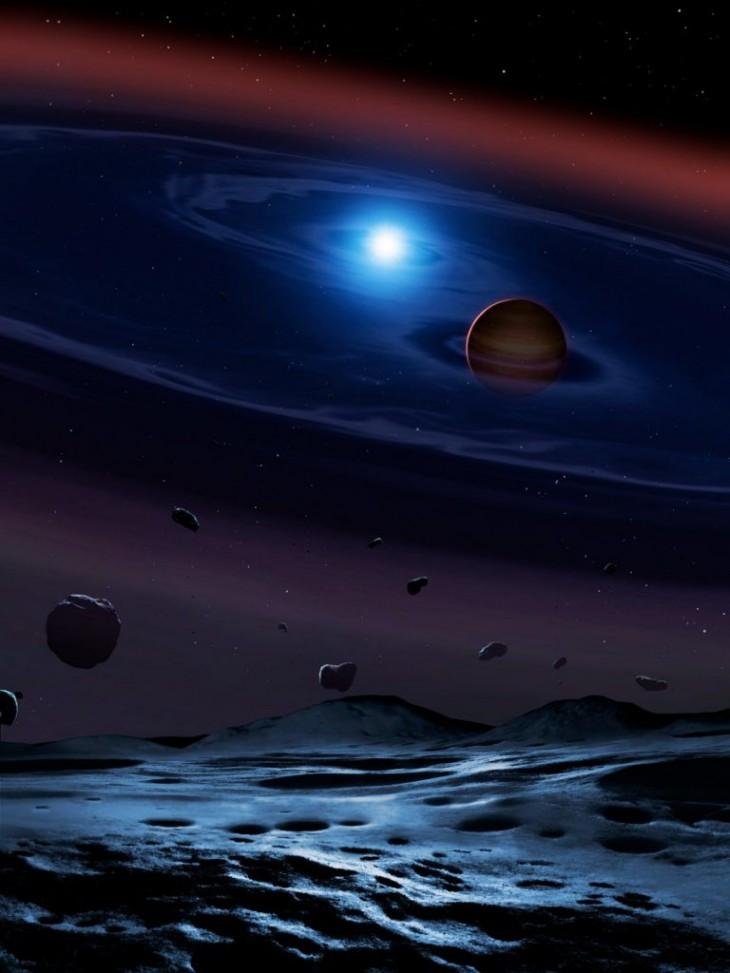 Wizja artystyczna - dysk składający się z odłamków rozbitych planetozymali otacza układ podwójny składający się z białego i brązowego karła. Biały karzeł to wypalone jądro gwiazdy, która byłą podobna do Słońca. Brązowy karzeł jest jedynie 60 razy masywniejszy od Jowisza. Okrążają się one w okresie trochę krótszym od dwóch godzin.