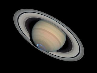 Zorza na biegunie południowym Saturna
