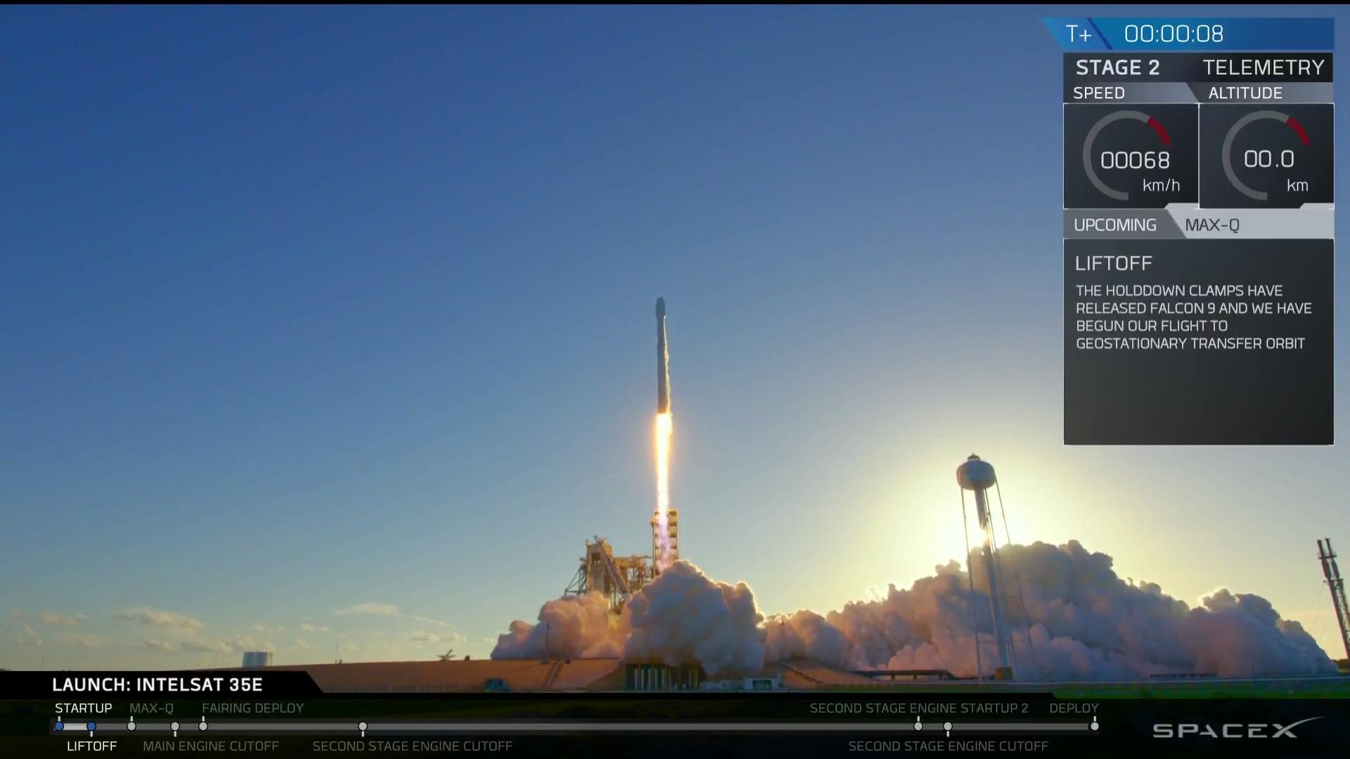 Po bezawaryjnym odliczeniu rakieta oderwała się od ziemi.