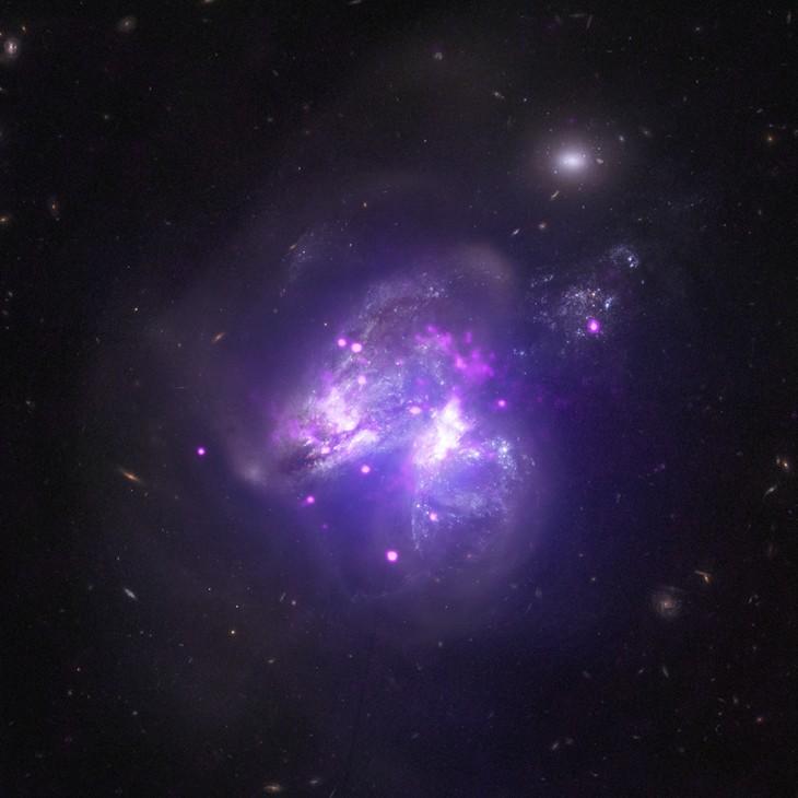 Obraz uzyskany popołączeniu danych rentgenowskich zezdjęciem zrobionym wzakresie światła widzialnego