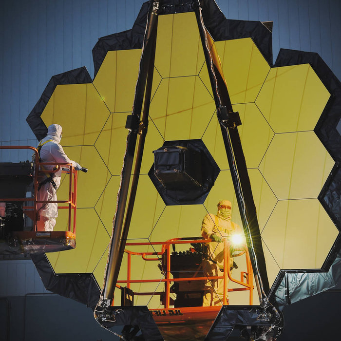 JWST przygotowywany we współpracy z NASA i CSA.
