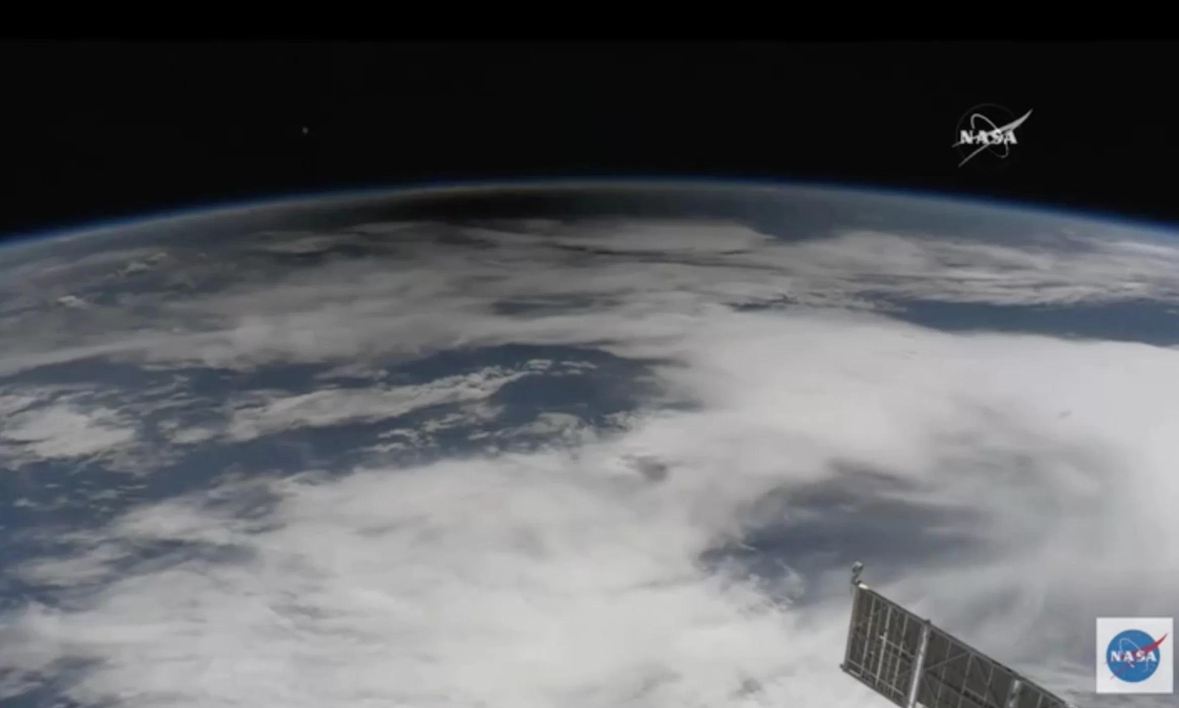 Cień Księżyca widoczny na Ziemi oczami astronautów.