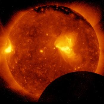 2 minuty od początku zaćmienia JAXA/NASA