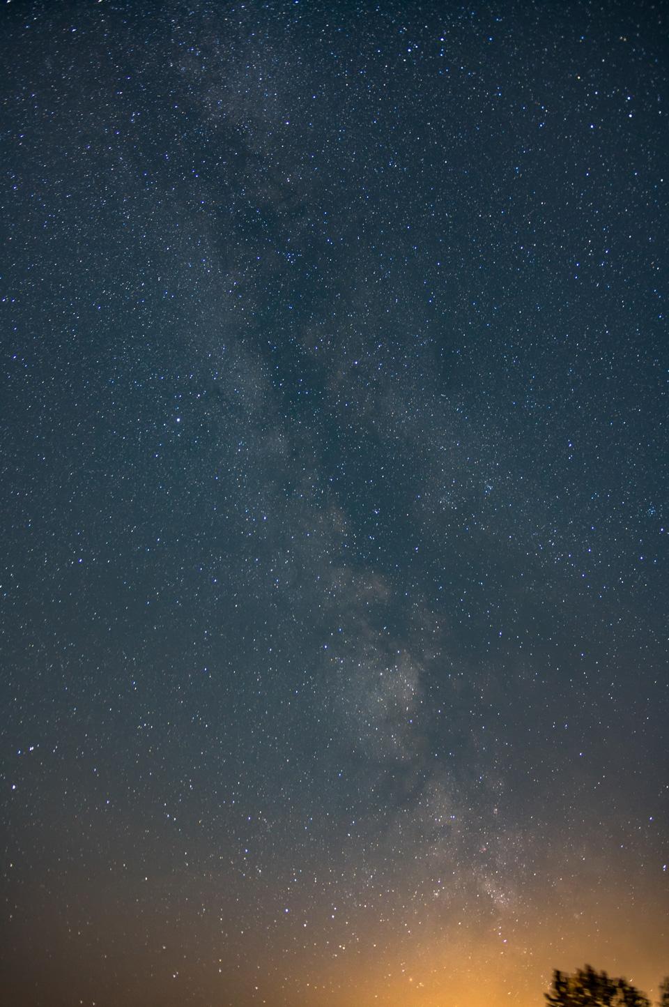 Zdjęcie Pawła Grzeszczuka, które zapewniło mu 1. miejsce wkonkursie Astronomicznym. Nagrodą był 8-calowy Dobson odSky-Watcher, wraz zautografem gen. Mirosława Hermaszewskiego. Tylkopozazdrościć takiej nagrody…