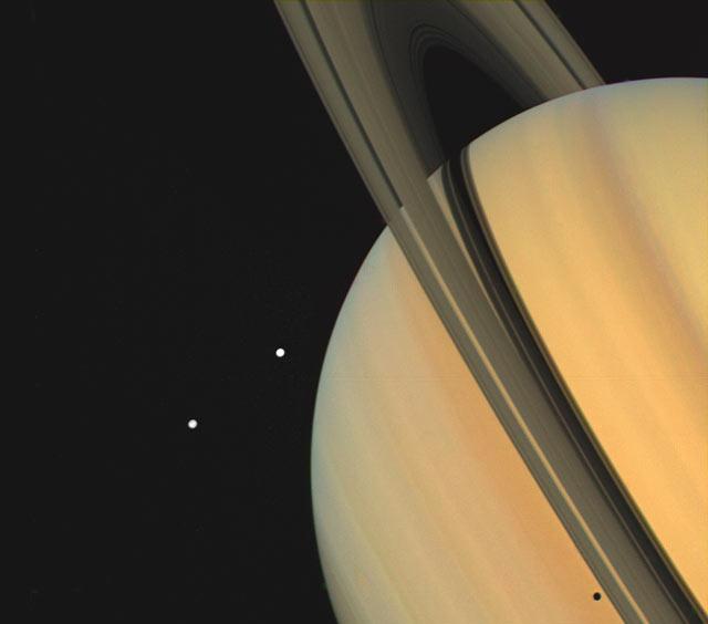 Voyager 1: Saturn ijego księżyce – Tetyda iDione