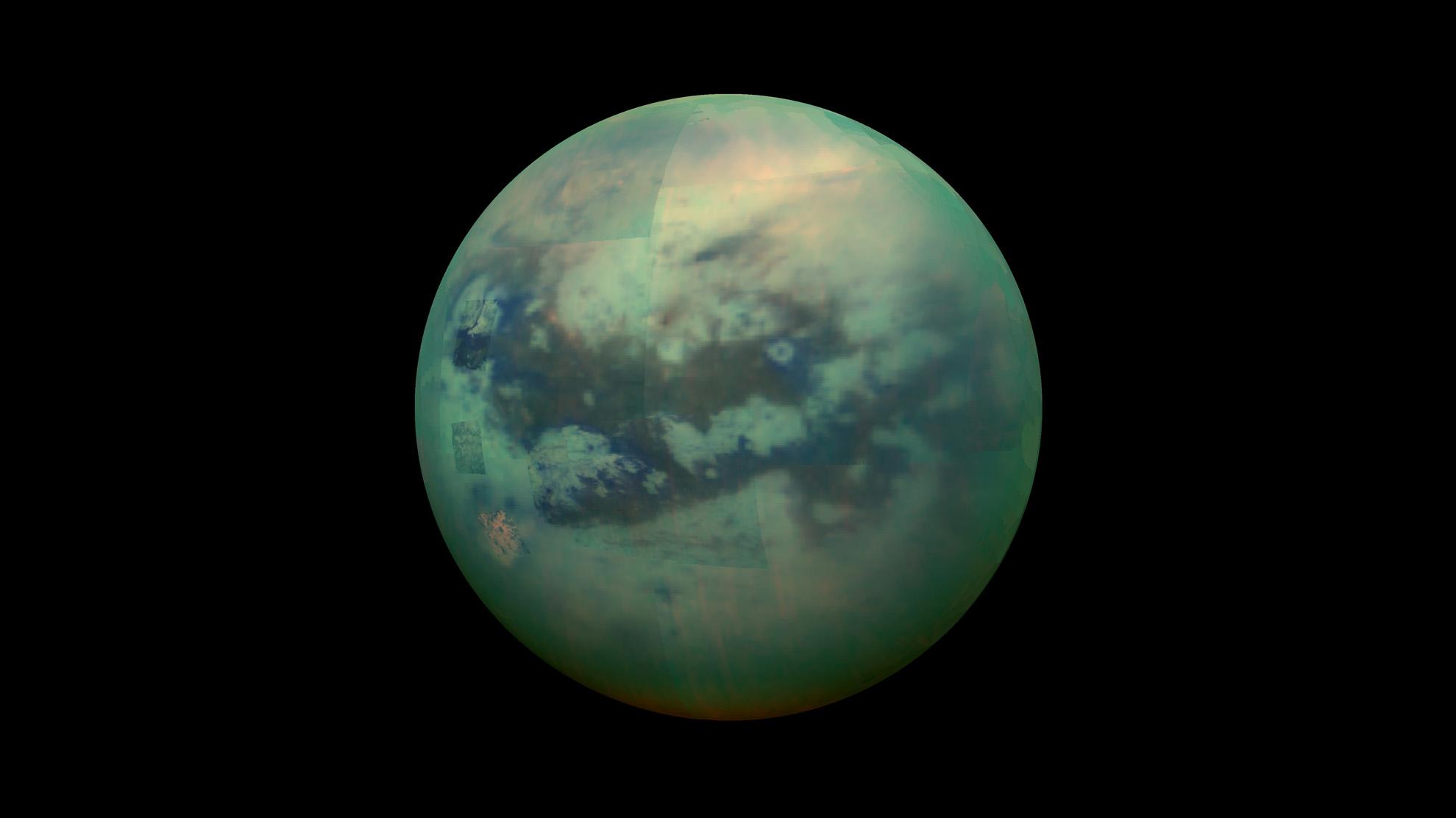 Ten księżyc Saturna jest jedynym poza Ziemią miejscem w naszym Układzie Słonecznym, gdzie stabilna ciecz występuje na powierzchni. Cieczą tą jest głównie metan i etan.