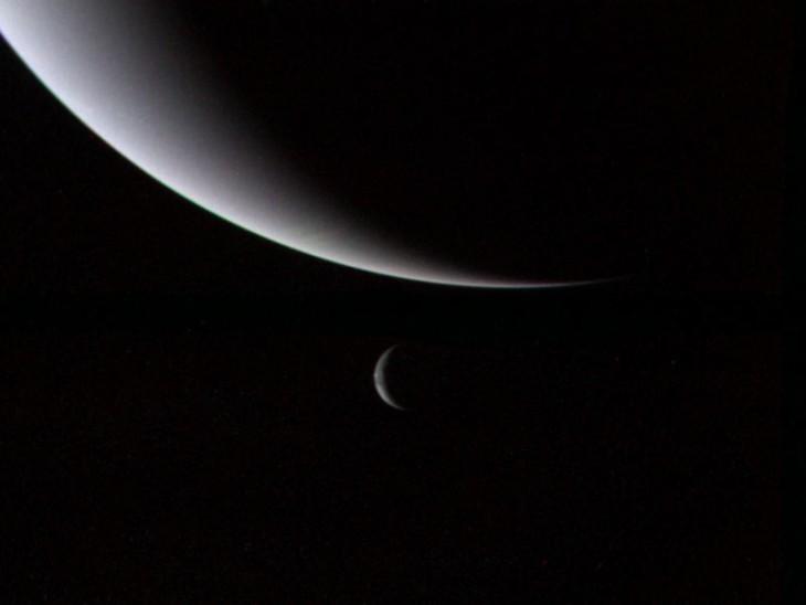Voyager 2: Neptun i Tryton trzy dni po przelocie sondy.