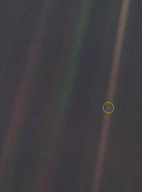 """Voyager 1: """"Pale Blue Dot"""" – zdjęcie z Ziemi wykonane z obrzeży Układu Słonecznego."""
