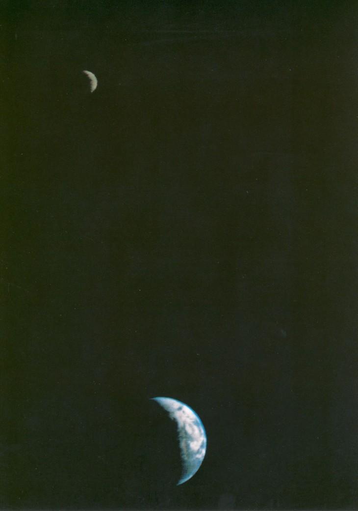 Voyager 1 po raz uchwycił Ziemię i Księżyc na jednym kadrze.