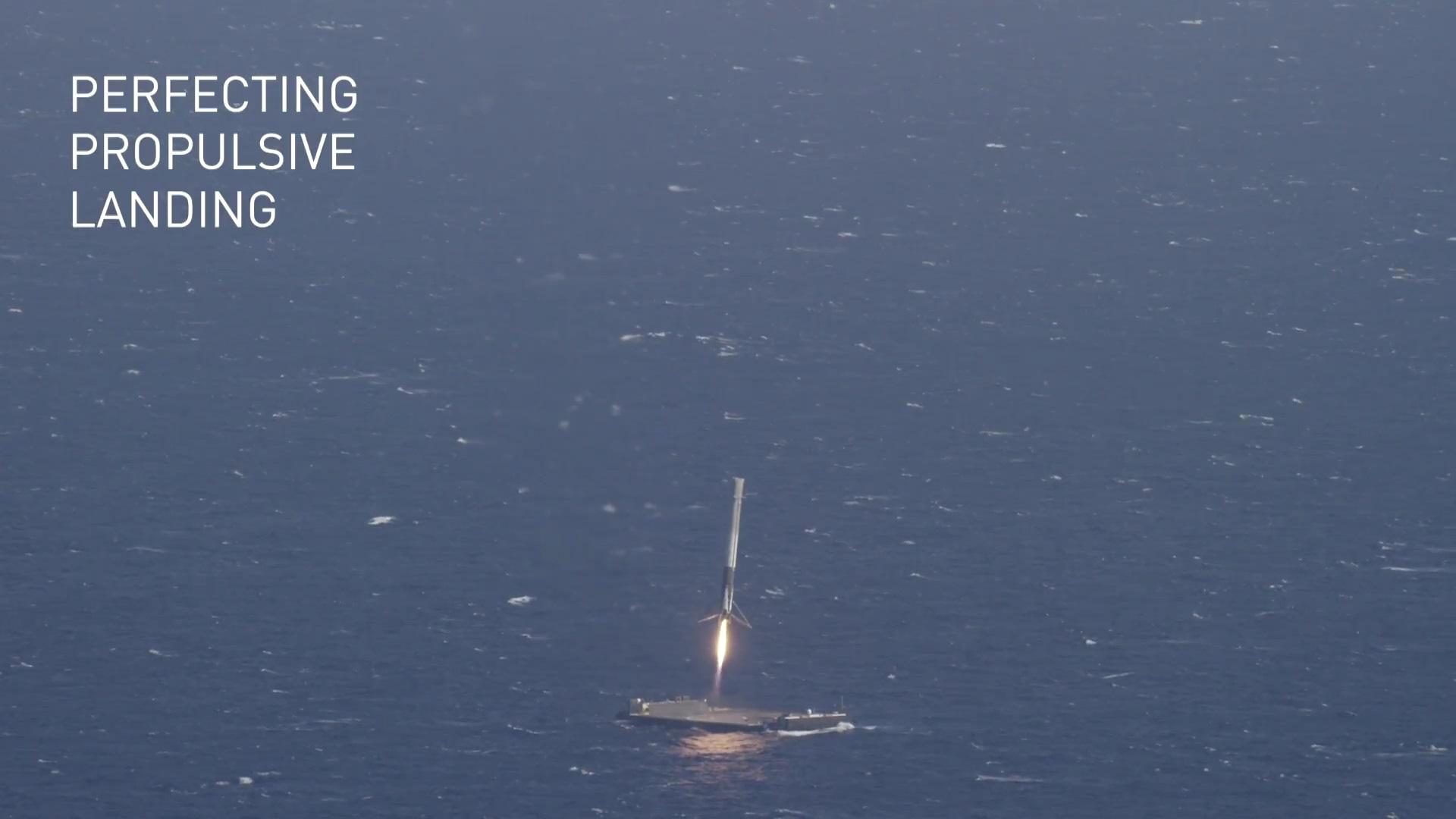 Cała procedura lądowania jest w pełni automatyczna – barka na której ląduje rakieta również jest autonomiczna.