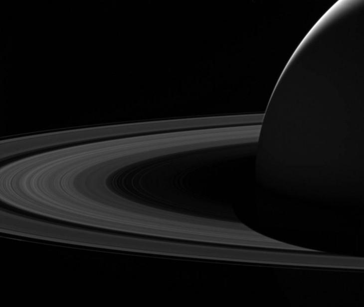 Nocny Saturn