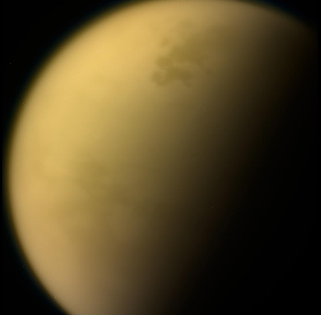Widok Tytana jest jednym z ostatnich zdjęć, jakie sonda Cassini wysłała na Ziemię, zanim pogrążyła się w atmosferze olbrzymiej planety.