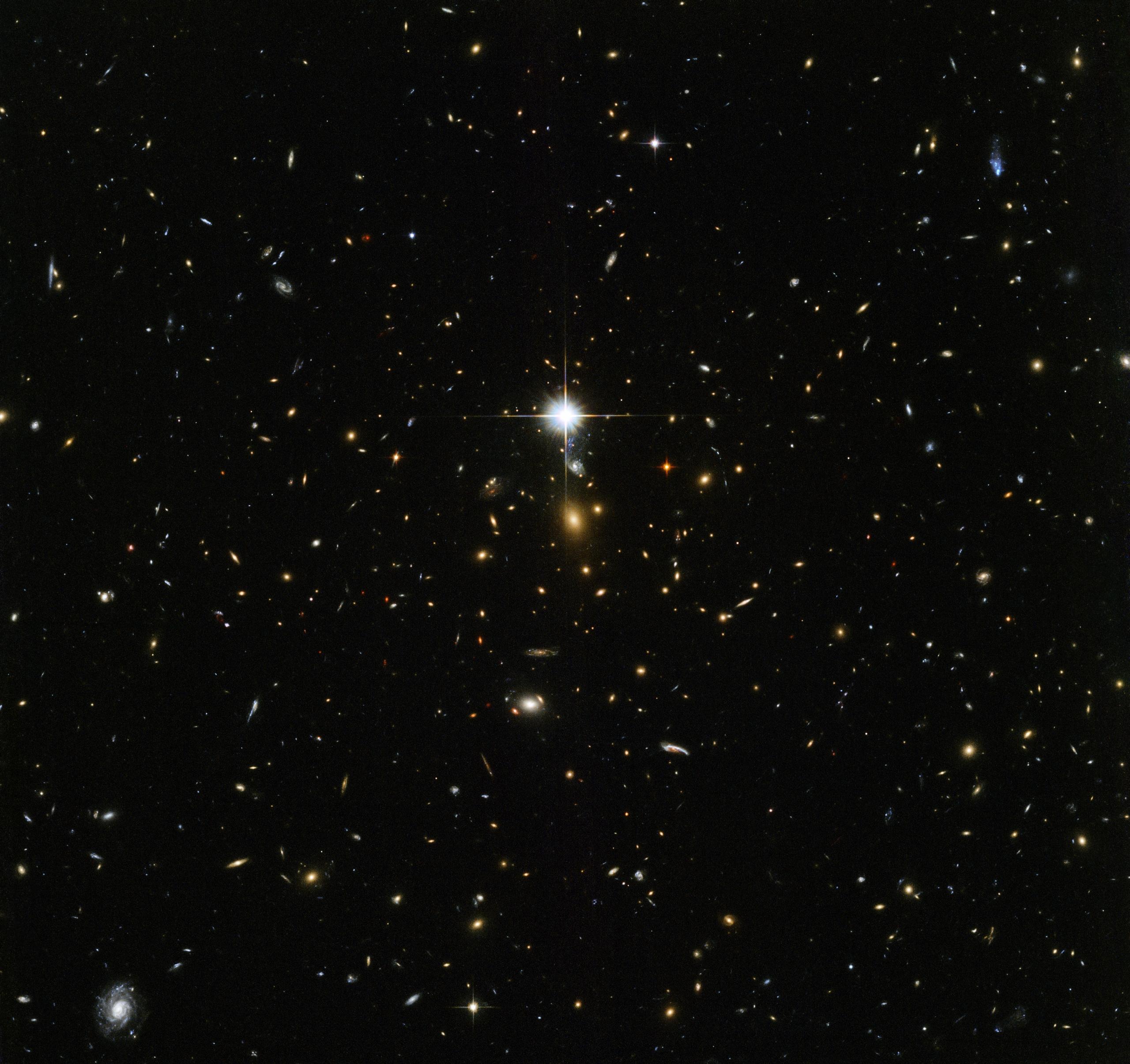 Kosmiczna archeologia – światło z obiektów uchwyconych a zdjęciu podróżowało do nas miliony ziemskich lat.