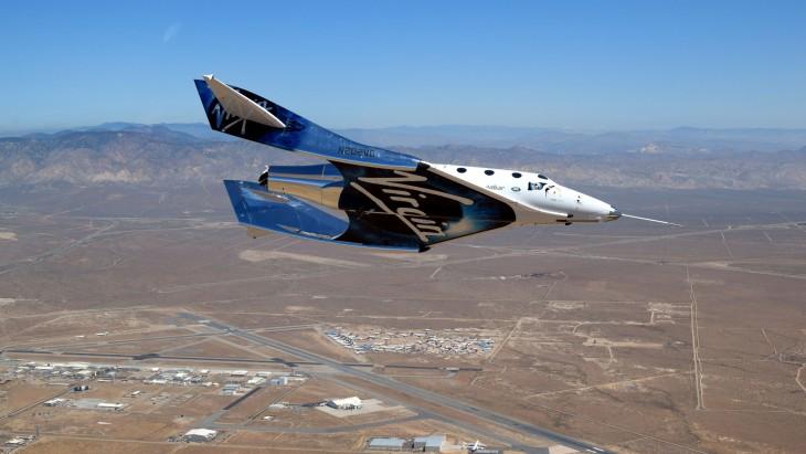 W całej swojej okazałości SpaceShip Two, przyszłość załogowych lotów kosmicznych.