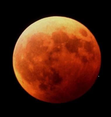 Zaćmiony Księżyc 9 stycznia 2001 roku