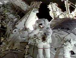 Jim Voss na ramieniu dźwigowym