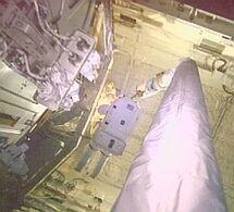 Astronauta na ramieniu wysięgnika