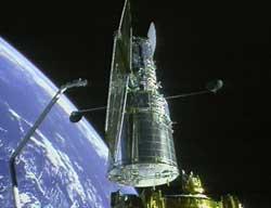 Hubble uwalniany przez Discovery