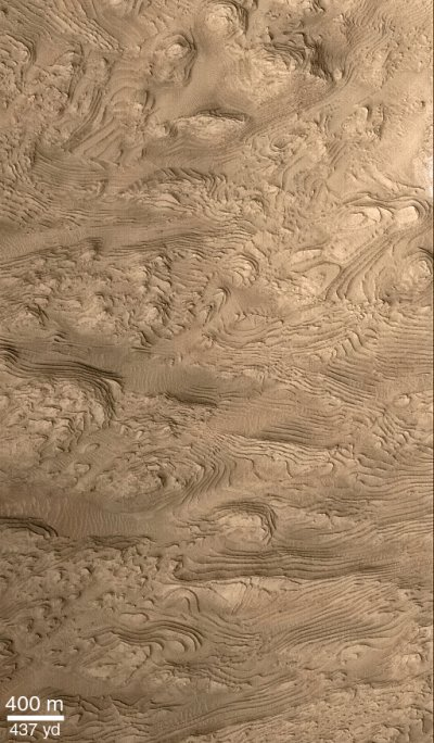 Niecki na Marsie - prawdopodobnie wynik działania wody
