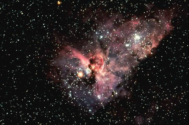 Eta Carinae w otoczeniu gwiazd