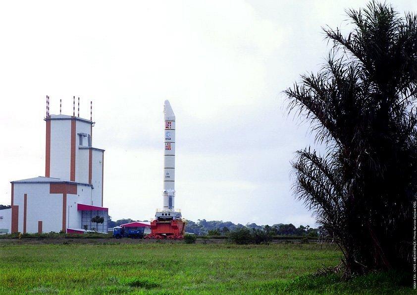 Moduł Ariane 5 w drodze do montażu