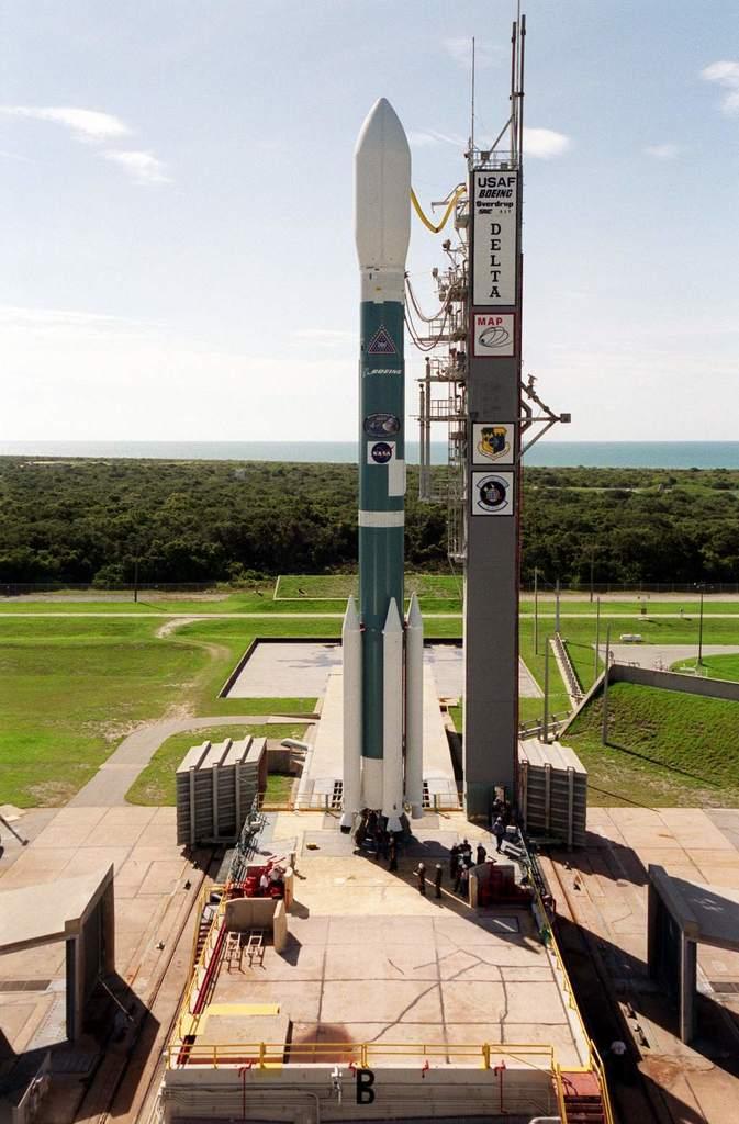 Delta 2 z sondą MAP na platformie startowej