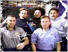 Załoga misji STS-104 w czasie konferencji prasowej