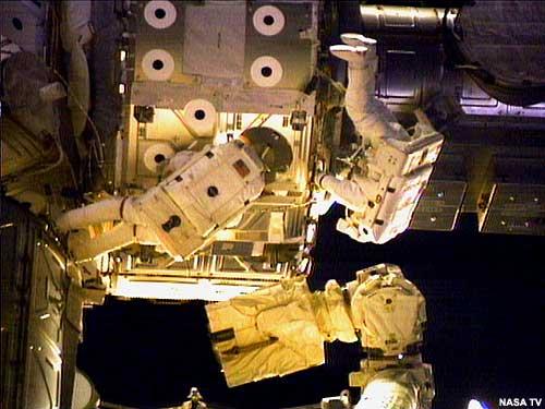 Pierwszy spacer kosmiczny STS-104