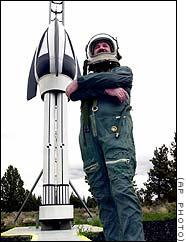Człowiek-rakieta i jego pojazd