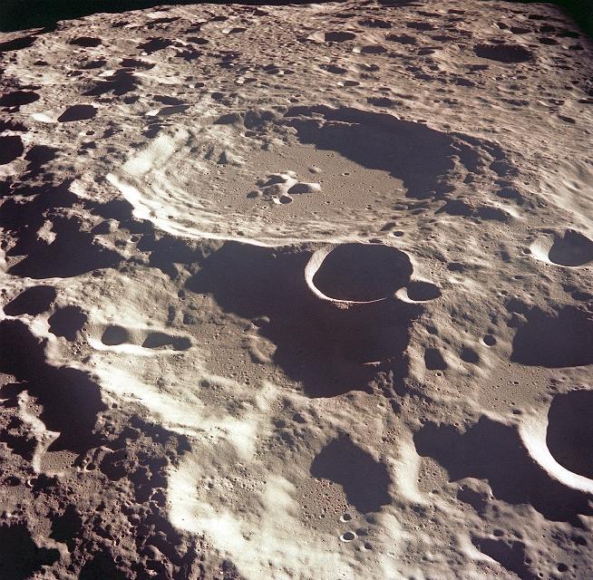 Krater Daedalus na niewidocznej stronie Księżyca