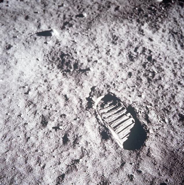 Odcisk buta na Księżycu